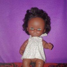 Otras Muñecas de Famosa: MUÑECA CURRINA DE FAMOSA NEGRA NEGRITA. Lote 143721189