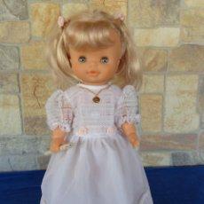 Otras Muñecas de Famosa: FAMOSA - PRECIOSA MUÑECA DE FAMOSA VESTIDA DE COMUNION TOTALMENTE NUEVA Y FUNCIONADO! SM. Lote 144723426