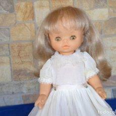 Otras Muñecas de Famosa: BONITA MUÑECA DE FAMOSA CON VESTIDO ORIGINAL Y OJOS MARRONES LEER DESCRIPCION! SM. Lote 144835710