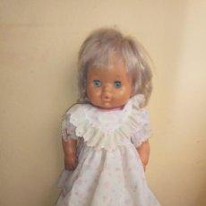 Otras Muñecas de Famosa: MUÑECA BEBE DE FAMOSA CON ROPA ORIGINAL, NENUCO 40 CM SPAIN ESPAÑA NIÑA VESTIDO ROPA. Lote 145267306