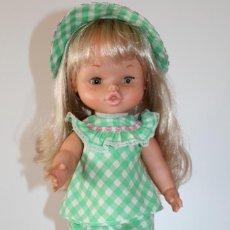 Otras Muñecas de Famosa: MUÑECA NIEVES DE FAMOSA VESTIDA DE ORIGEN - AÑOS 70. Lote 146894058