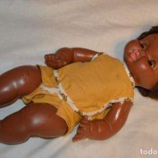 Otras Muñecas de Famosa: ANTIGUA MUÑECA NEGRITA DE FAMOSA - MADE IN SPAIN - OJOS AZULES MARGARITA - ENVÍO 24H. Lote 148367142