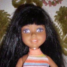 Otras Muñecas de Famosa: GRACIOSA MUÑECA MORENA DE MATTEL 25 CM. Lote 150190430