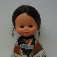 Otras Muñecas de Famosa: MUÑECA ELEN MORENA DE FAMOSA VESTIDA REGIONAL .. Lote 151230034