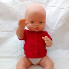 Otras Muñecas de Famosa: MUÑECO FAMOSA (39 CM ALTO) CUERPO DE PLÁSTICO Y EXTREMIDADES DE GOMA CON ROPA ORIGINAL Y REGALO. Lote 152300606