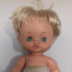 Otras Muñecas de Famosa: GRASITAS DE FAMOSA IRIS TURQUESA CON ROPA ORIGINAL. Lote 153198442