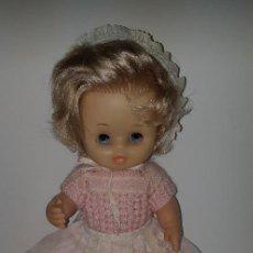 Otras Muñecas de Famosa: MUÑECA DUNIA DE FAMOSA CON ROPA AÑOS 70 OJOS MARGARITA. Lote 154950418