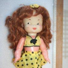 Otras Muñecas de Famosa: ANTIGUA MUÑECA PELIRROJA DE FAMOSA JUGUETE AÑOS 70 *** ALTURA 33 CM APROX. Lote 155385206