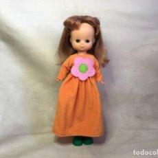 Otras Muñecas de Famosa: MUÑECA LESLY DE FAMOSA CON PECAS. Lote 155736466