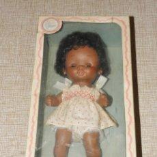 Otras Muñecas de Famosa: CURRIN CURRINA NEGRA DE FAMOSA EN CAJA AÑOS 70. Lote 156000778