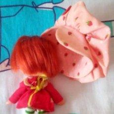 Otras Muñecas de Famosa: TARTA DE FRESA DE LOS 80: MUÑECA TARTA DE FRESA DE LA PRIMERA GENERACIÓN (MANOS PLANAS). Lote 243227390