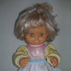 Otras Muñecas de Famosa: BONITA MUÑECA DE FAMOSA DE LOS AÑOS 80 CON SU VESTIDO ORIGINAL ETIQUETADO - DESCONOCEMOS SU NOMBRE -. Lote 158909810
