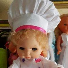 Otras Muñecas de Famosa: CONJUNTO COCINERO BABY MOCOSETE. Lote 160636846