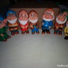 Otras Muñecas de Famosa: LOS 7 ENANITOS DE BLANCANIEVES FIGURAS DE GOMA MARCA FAMOSA WALT DISNEY AÑOS 60. Lote 163799694