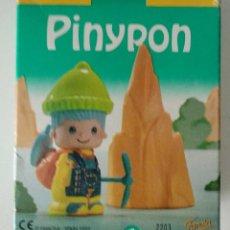Otras Muñecas de Famosa: PIN Y PON PINYPON FAMOSA ESCALADOR ALPINISTA 2203 FAMOSA EN CAJA. Lote 165511618