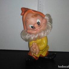 Otras Muñecas de Famosa: MUÑECO ENANITO DE FAMOSA FERRARIO BLANCANIEVES ENANITOS. Lote 168583652
