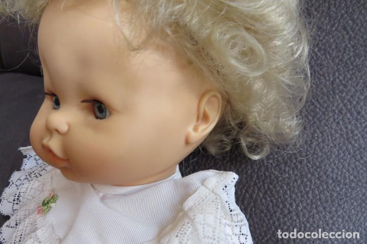 Otras Muñecas de Famosa: MUÑECA NINA CON SU PELUCA - FAMOSA - OJOS AZULES - VESTIDO Y ZAPATOS AZULES - TODO BLANDO - Foto 5 - 171241728