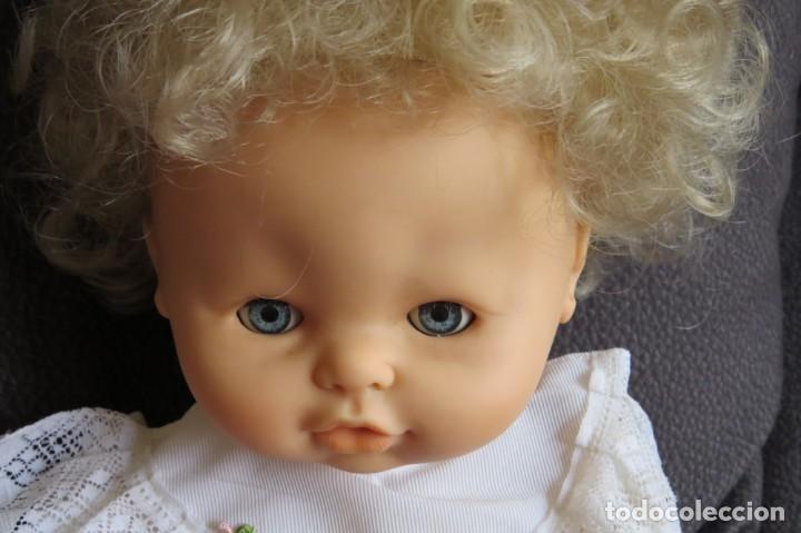 Otras Muñecas de Famosa: MUÑECA NINA CON SU PELUCA - FAMOSA - OJOS AZULES - VESTIDO Y ZAPATOS AZULES - TODO BLANDO - Foto 12 - 171241728
