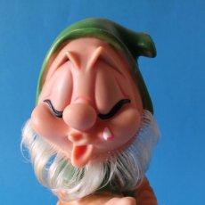 Otras Muñecas de Famosa: ENANITO BLANCANIEVES - FAMOSA FERRARIO - ENANO DE GOMA - AÑOS 70. Lote 171363560