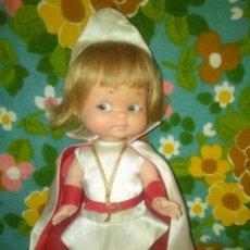 Otras Muñecas de Famosa: PRECIOSA MUÑECA RAPACIÑA VESTIDA MODELO PAJE,FAMOSA. Lote 171546220