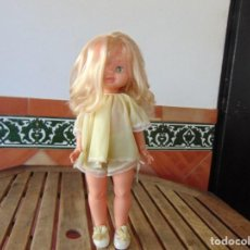 Otras Muñecas de Famosa: MUÑECA DE FAMOSA AÑOS 60 OJOS MARGARITAS BRAZOS COGIDOS CON ELASTICO MIDE 46 CM CON VESTIDO ZAPATOS. Lote 171661839