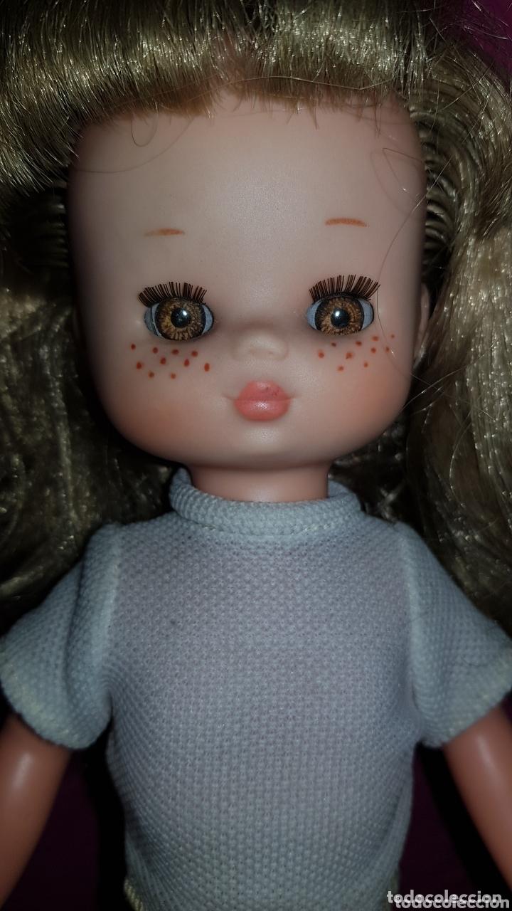 Otras Muñecas de Famosa: Lesly de Famosa ojos Arona en impecable estado Hermanita de Nancy - Foto 5 - 172380315