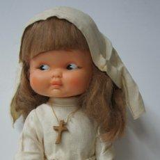 Otras Muñecas de Famosa: MUÑECA RAPACIÑA MONJA DE FAMOSA ,SOLO LE FALTA LIMPIEZA A FONDO.. Lote 176288990