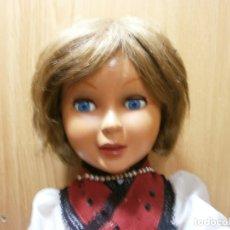 Otras Muñecas de Famosa: ANTIGUA MUÑECA DE FAMOSA ANDADORA OJOS DURMIENTES Y OSCILANTES AÑOS 40 50 MIDE 70 CMS. Lote 176673680