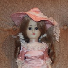Otras Muñecas de Famosa: REVIVAL DE FAMOSA,VESTIDO ROSA Y PAMELA. Lote 176762299