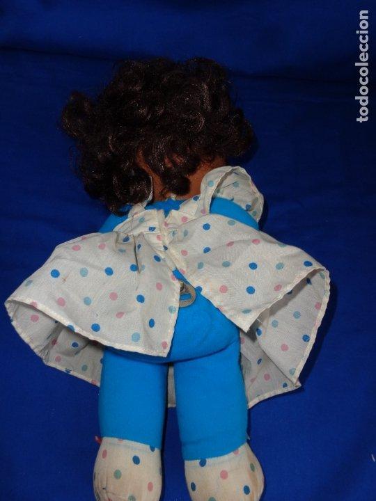 Otras Muñecas de Famosa: MIMITA - MUÑECA NEGRITA MIMi MIMOSA MUSICAL DE FAMOSA,FUNCIONANDO, OJOS IRIS MARGARITA MARRONES!SM - Foto 5 - 177202572