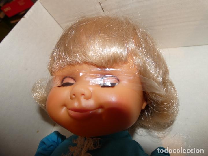 Otras Muñecas de Famosa: Muñeca Polilla de famosa, en caja original y sin uso, conserva cinta que sujeta los ojos. 35 cms. - Foto 5 - 177310777