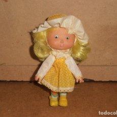 Otras Muñecas de Famosa: ANTIGUA MUÑECA TARTA DE FRESA - FAMOSA. Lote 177671597