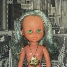 Otras Muñecas de Famosa: MUÑECA SELENE DE FAMOSA . FUNCIONA. TIENE MEDALLON INCOMPLETO Y UN PEQUEÑO CORTE EN EL PELO. Lote 167762676