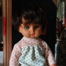 Otras Muñecas de Famosa: MUÑECA MARCA VICMA ANDADORA, DE LOS AÑOS 70, 40 CM. Lote 178279376