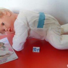 Otras Muñecas de Famosa: MUÑECO BABI MÍO GATEADOR (50 CM).FAMOSA 1995.SIN USO,EN CAJA.VER ESTADO.. Lote 180277200