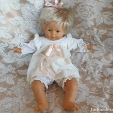 Otras Muñecas de Famosa: MUÑECA BEBÉ GRANDE DE FAMOSA CON SU ROPITA ORIGINAL. 55 CM. DE LOS 80. Lote 180345135