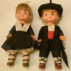 Otras Muñecas de Famosa: ANTIGUA PAREJA MUÑECOS REGIONALES VASCOS RAPACIÑOS DE FAMOSA. Lote 190043517