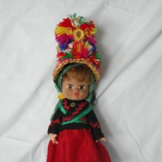 Otras Muñecas de Famosa: PRECIOSA MUÑECA CON TRAJE TIPICO DE MONTEHERMOSO CACERES ,FAMOSA.. Lote 192136907