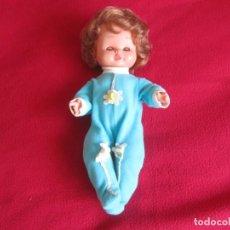 Otras Muñecas de Famosa: MUÑECO NACHU DE FAMOSA CON PIJAMA ORIGINAL. OJOS MARGARITA COLOR MIEL. Lote 193400701