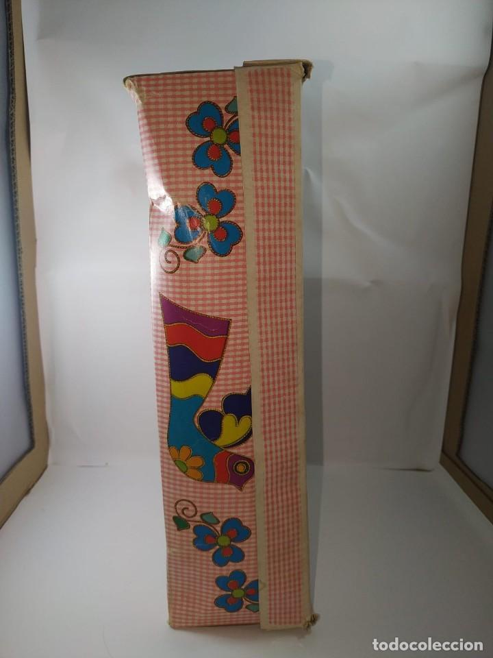 Otras Muñecas de Famosa: CUCA ENFERMERA DE FAMOSA DIFICIL AÑOS 70 PELO RIZADO CORTO ORIGEN EN CAJA SIN USO - Foto 11 - 194252508