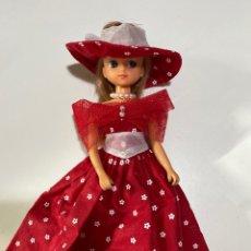Otras Muñecas de Famosa: CHABEL - MUÑECA + VESTIDO Y COLLAR. Lote 194260158