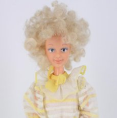 Otras Muñecas de Famosa: DARLING MODELO PRIMAVERA CON VESTIDO ORIGINAL - FAMOSA, 1984. Lote 194357970