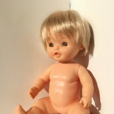 Otras Muñecas de Famosa: MUÑECA SEXADA NIÑA CHIQUITINA RUBIA CON OJOS MARRONES DESNUDA// BEBE FAMOSA AÑOS 80. Lote 194600638