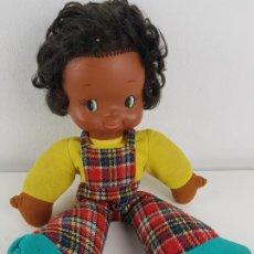 Otras Muñecas de Famosa: MUÑECA TONA DE FAMOSA TRAPO AÑOS 70 NEGRITA NEGRA. Lote 195048443