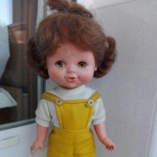 Otras Muñecas de Famosa: ANTIGUA MUÑECA ANDADORA DE FAMOSA KIKA. Lote 195112171