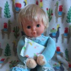 Otras Muñecas de Famosa: MUÑECO MIMI MIMOSO DE FAMOSA RUBIO OJOS CELESTES.FUNCIONANDO BIEN.SE MUEVE,SUENA UNA NANA.1980 PVC. Lote 195246407