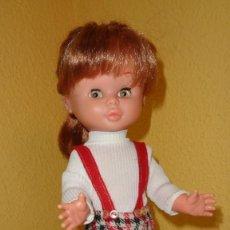 Otras Muñecas de Famosa: PRECIOSA MUÑECA TRINI FAMOSA PATA BOLLO, PEQUEÑA NANCY DE 37 CM. PANTALONES, CAMISETA Y MEDIAS ROJAS. Lote 195264745