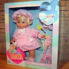 Otras Muñecas de Famosa: ANTIGUA MUÑECA BEBE TRICOT, DE FAMOSA - AÑO 1989 - NUEVA Y EN SU CAJA ORIGINAL. Lote 195321861