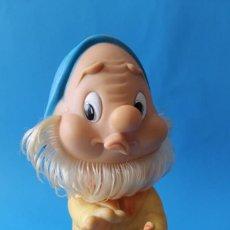 Otras Muñecas de Famosa: ENANITO BLANCANIEVES - FAMOSA FERRARIO - ENANO DE GOMA - AÑOS 70. Lote 195341885