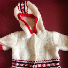 Otras Muñecas de Famosa: CHAQUETA DE MUÑECO ESTILO NENUCO BABY MOCOSETE ÉPOCA NANCY FAMOSA. Lote 195664438